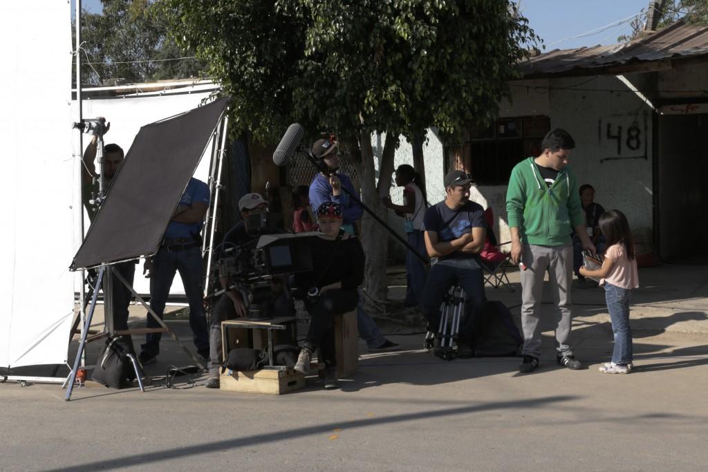 Detrás de cáramas - Cineminuto Children International