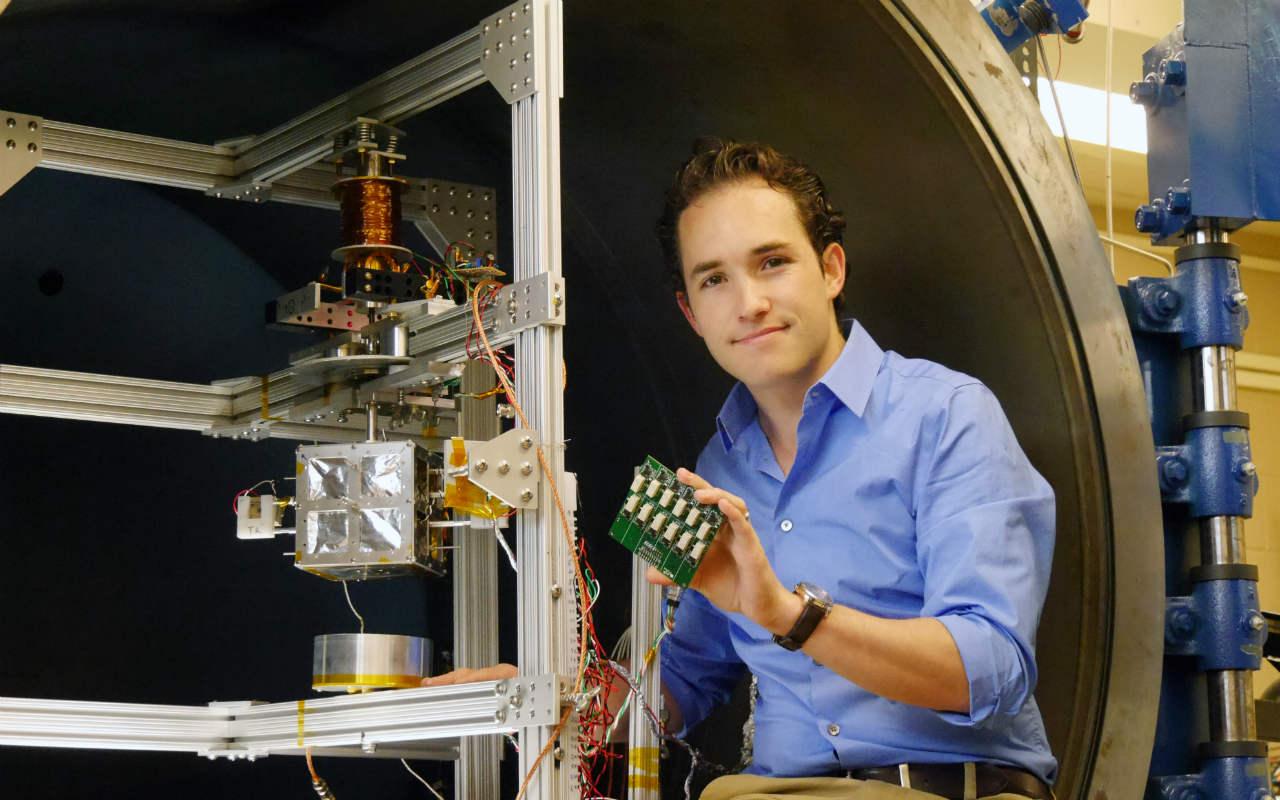 Un mexicano de 27 años podría desarrollar los mejores satélites del futuro